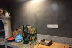 pared cocina con microcemento